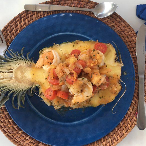 Tipos de frutos do mar: camarão no abacaxi