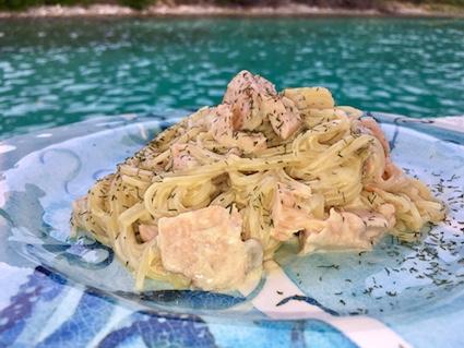 Espaguetini com salmão