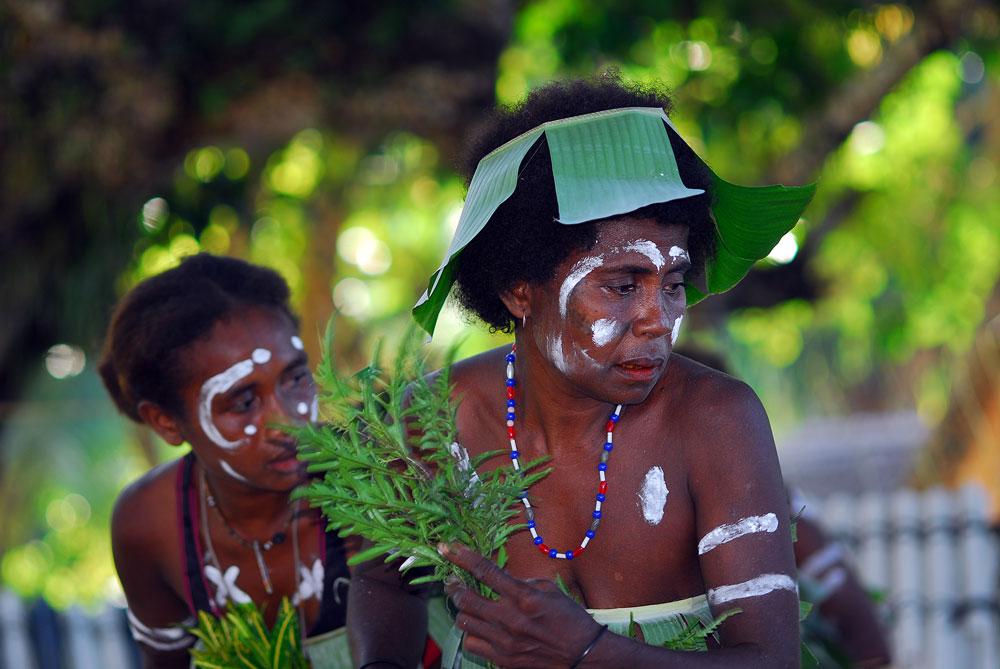 Povo simpático, simples e feliz que vive em palafitas nas Ilhas Salomão, Pacífico